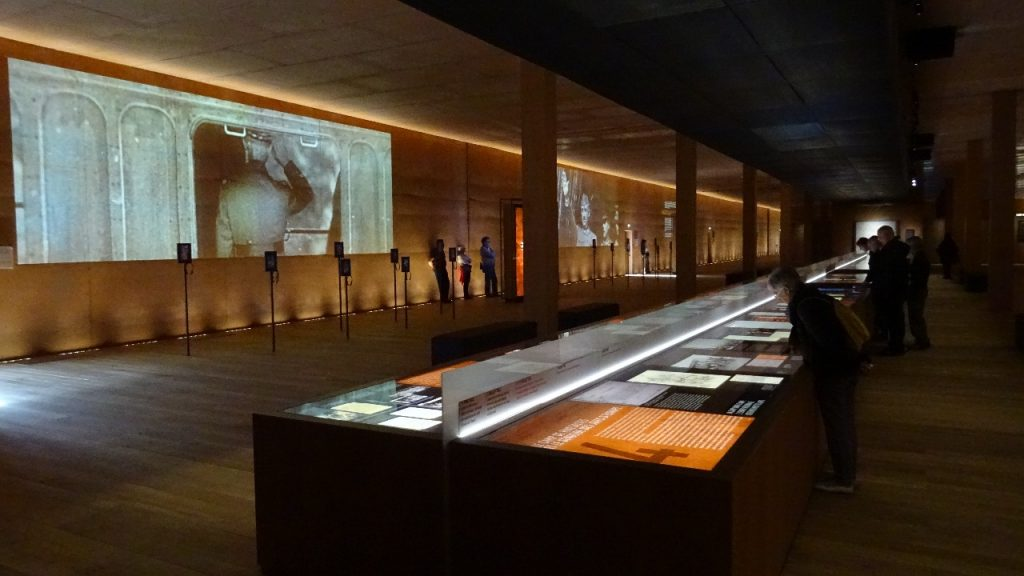 L'exposition permanente, dans le musée souterrain.